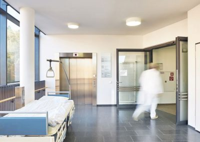 Building management system harness the special requirements of a hospital environment